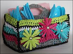 Utensil-holder-crocheted-with-raffia-yarn_small