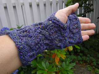 Tilty_tardis_mitts_3_small2