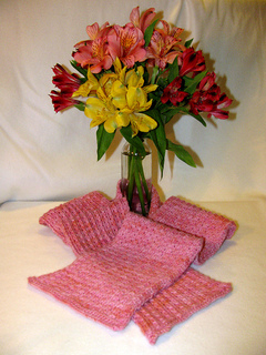 Envy_beet_scarf_fo_5_small2