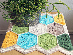 Marinke-hexagon-tablerunner-finished-shoot3_small