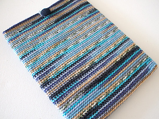 Marinke-slump_crochet-tablet-sleeve_final-image2_small2