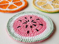 Wink-crochet-fruity-pot-holders-finished-3_small