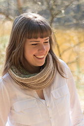 Acreativebeing-forget-me-nots-cowl-model1-06_small_best_fit