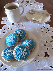 Snowflake-frosted-sugar-cookie-free-crochet-pattern_small