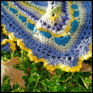 Close_shawl_with_leaf_border_small2