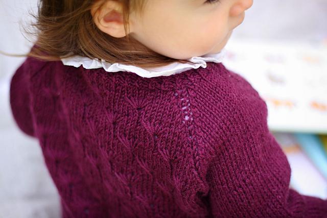Chandail tricoté pour enfant Dandelion Cardigan par Along avec Anna