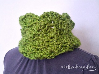 Wavy_crochet_cowl1_small2