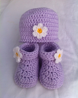 Ravelry  Baby s Hat   Booties Set pattern by Loops   Threads ... a298a0534d2