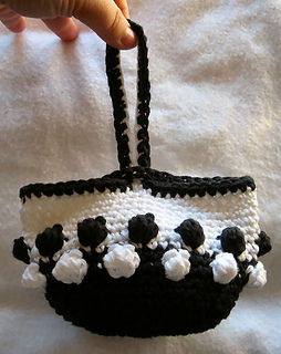 2011-02-16-crochetwristletbag_small2