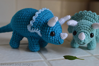 Triceratops_amigurumi_by_awkward_soul_designs_small2