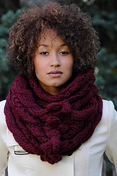 Bobble-and-eyelet-cowl2_small_best_fit