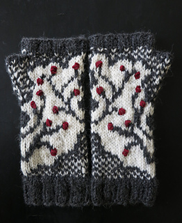 Winterberry_branch_fingerless_gloves3_small2