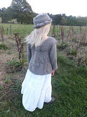 Beth_bee_theme_sweater_with_matchine_brimmed_hat_small