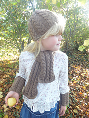 Beth_beanie_hat__scarf_and_wrist_warmes_holding_pear_small