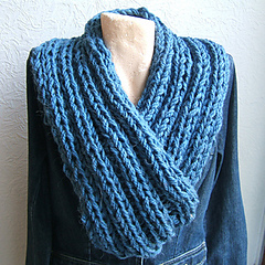 Sc46_elongated_2_x_2_rib_cross_over_neck_warmer_small