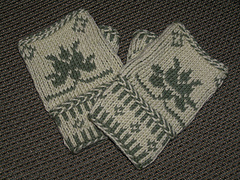 Color_twined_knitted_fingerless_mitts72_small