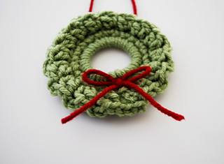 Ravelry: Christmas Wreath Ornament pattern by B.hooked Crochet