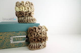 Ruffled_booties_for_sm_7_small2