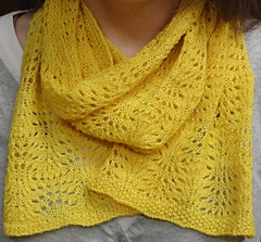 Yellow_scarf_worn_small