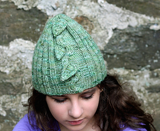 Close_up_view_of_hat_small2