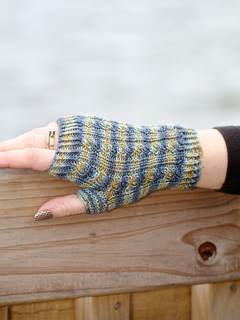 Fingerlessgloves_cable1_small2