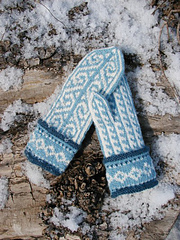 Nordic_diamond_mitts_2_small