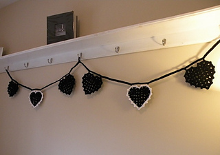 Black_heart_bunting_1_small2