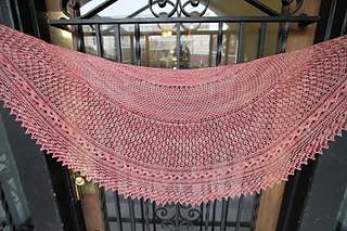 ravelry pollikeet shawl pattern by erin westmoreland. Black Bedroom Furniture Sets. Home Design Ideas