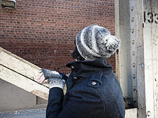 Slouchy_pom_hat3_small2