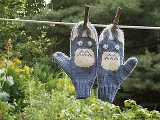 Totoro_mitts_small2