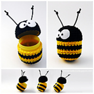 Ape_uncinetto_su_ovetto_-_crochet_bee_as_cover_egg_small2
