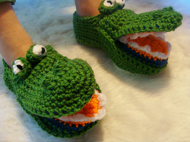 Ravelry 485 Teens To Adults Alligator Slippers Pattern By Sandy Powers