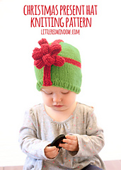 Christmas_present_hat_baby_knitting_pattern_01g_littleredwindow-2_small
