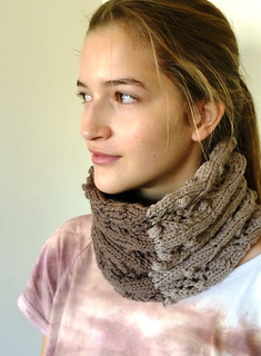 Quince_lace_eyelet_cowl_022_small2