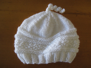 White_baby_hat_small2