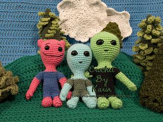 Three_aliensw_small2
