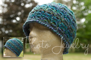 Peacock_lace_beanie_small2