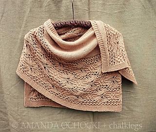 Amanda_ochocki___chalklegs_tokyo_cream_tiger_lily_shawl__6