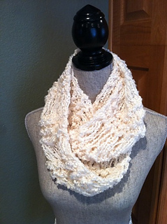 Ravelry dropped stitchinfinity scarf pattern by Louis