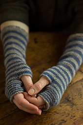Accelerating-stripes-gloves-regia-4ply-gallery1__small_best_fit