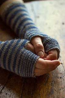 Accelerating-stripes-gloves-regia-4ply-gallery2__small2