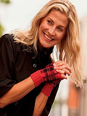 Cropped_tartan_mitts_photo_small