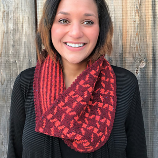 ab472e1e36641 Ravelry  Sidereal Check Cowl pattern by Carolyn Kern
