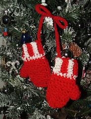 Mitten_ornament_2_small