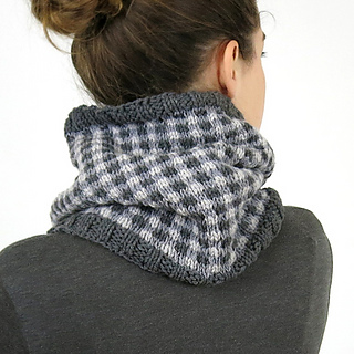 Checked-cowl-model-back_small2