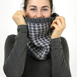 Checked-cowl-model-front-03_small2