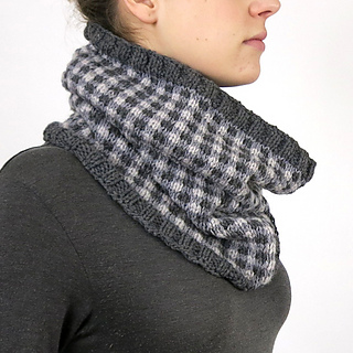 Checked-cowl-model-side_small2