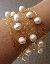 Wire-pearl-cuff-close-140420_small_best_fit