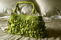 Loop-green-bag-on-bed_small_best_fit