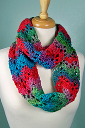 Unforgettable_ripple_cowl_styled_small_best_fit